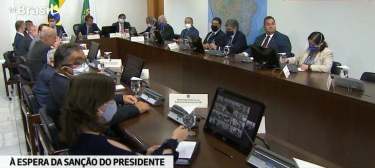 Bolsonaro sanciona com vetos projeto de socorro financeiro de R$ 60 bi a estados e municípios