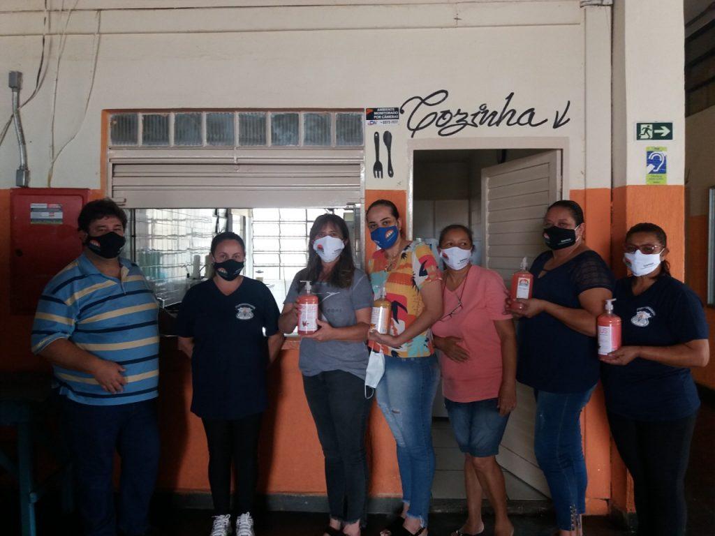 O SISPPAR fornece máscaras e sabonete aos associados em vários setores da prefeitura de Paranapanema